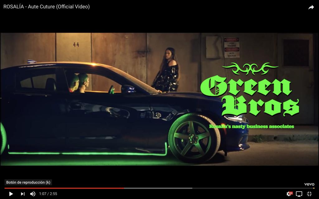 Captura de imagen del vídeo de Rosalía en el que aparece Rosalía con sus socios ficticios los Green Bros.